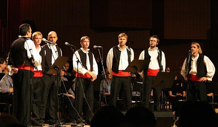 Репетиция перед фестивалем далматинской песни в Омише