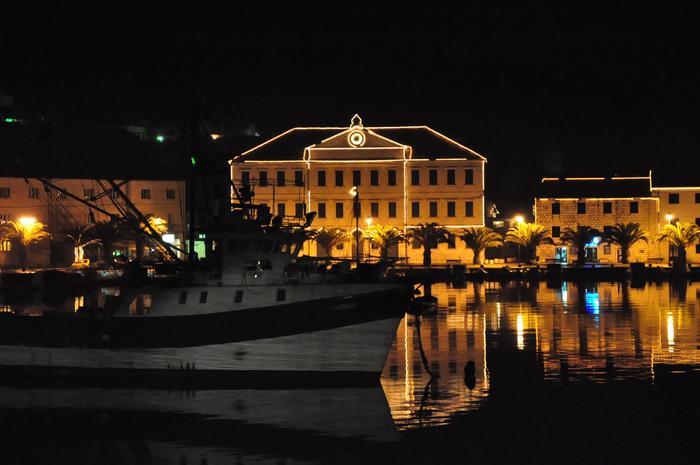 Šťastný poloviční nový rok Vám přeje Korčula!