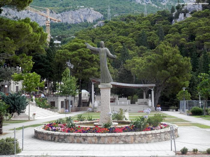 A Makarska riviéra Lourdes-a