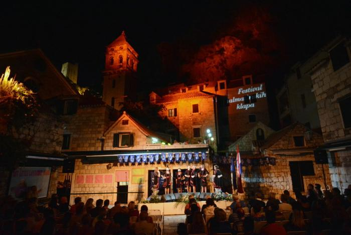 Omis Getting Ready for the Klapa Festival Finals