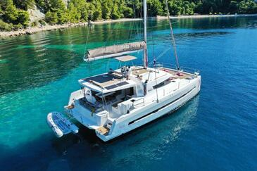 Yacht charter Bali 4.5 Open Space | C-SY-4133