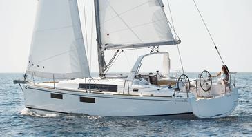 Yacht charter Beneteau Oceanis 35.1 | C-SY-4021