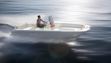 Yacht charter Invictus 190 FX | C-MB-3946