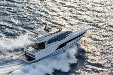 Yacht charter Prestige 590 | C-MB-4075