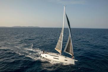 Yacht charter Sun Odyssey 410 | C-SY-3798