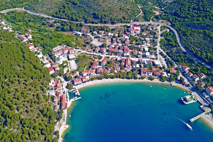 Drvenik Donja vala Makarska riviérán (Srednja Dalmacija)