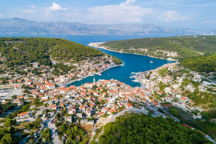 Pučišća na otoku Brač (Srednja Dalmacija)
