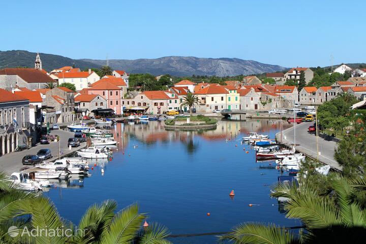 Vrboska sur l'île Hvar (Srednja Dalmacija)