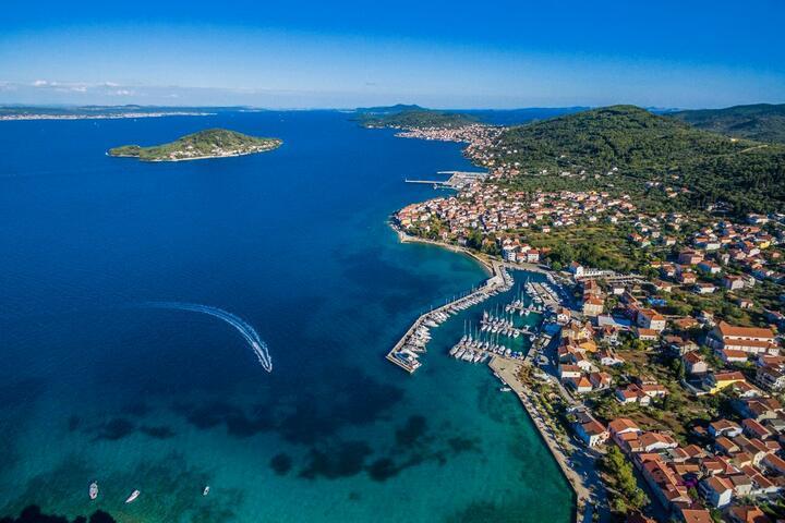 Preko на острове Ugljan (Sjeverna Dalmacija)