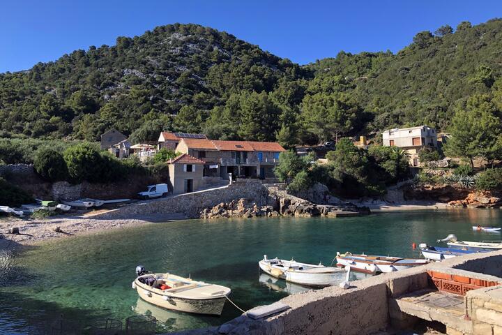 Srhov Dolac na wyspie Hvar (Srednja Dalmacija)