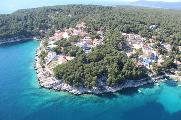 Osibova na otoku Brač (Srednja Dalmacija)