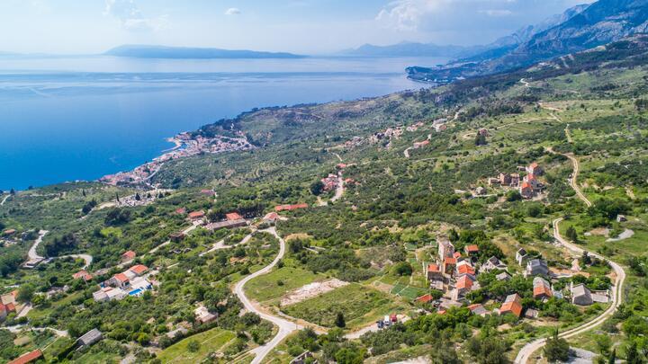 Gornja Podgora u rivijeri Makarska (Srednja Dalmacija)