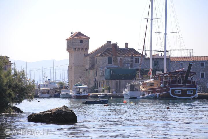 Kaštel Gomilica u rivijeri Kaštela (Srednja Dalmacija)