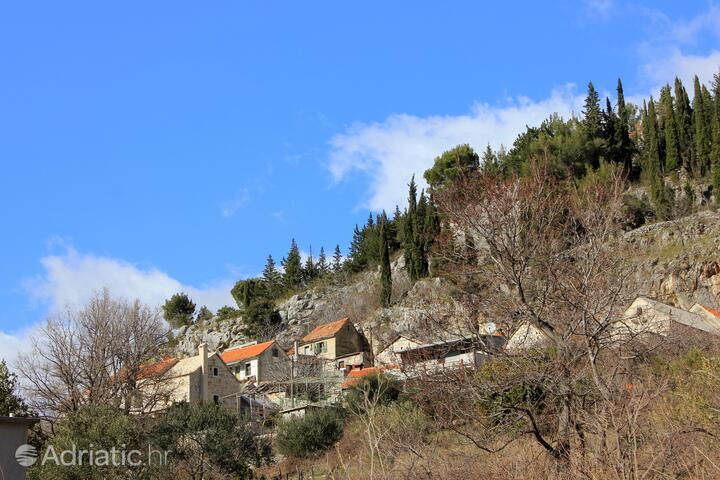 Podašpilje u rivijeri Omiš (Srednja Dalmacija)