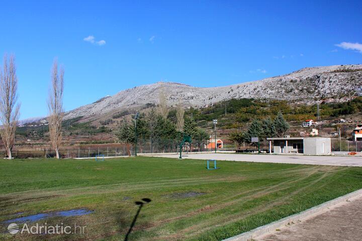 Tugare in riviera Omiš (Srednja Dalmacija)