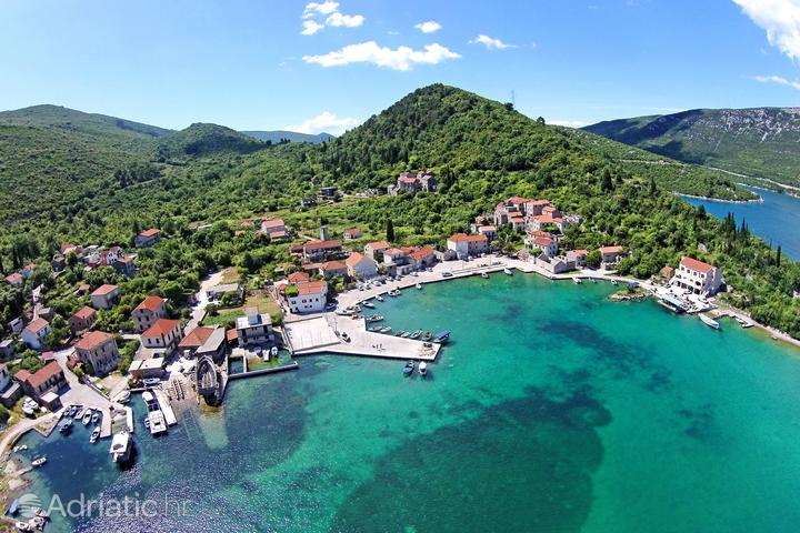 Luka pe riviera Pelješac (Južna Dalmacija)