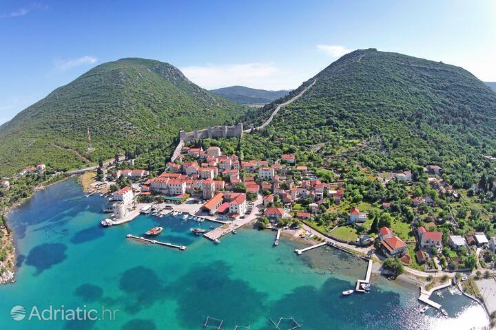 Mali Ston na riviére Pelješac (Južna Dalmacija)