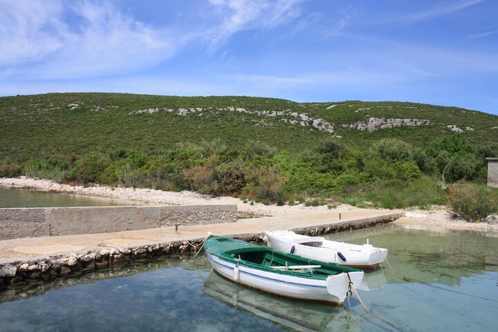 Neviđansko Polje на острове Pašman (Sjeverna Dalmacija)