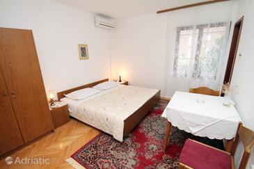 Stari Grad, Bedroom in the room, dostupna klima.