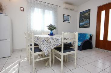 Stupin Čeline, Dining room in the apartment, dostupna klima.