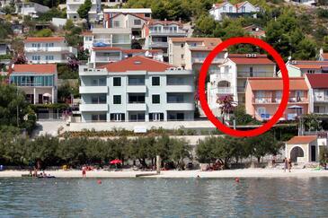 Marina, Trogir, Szálláshely 10003 - Apartmanok a tenger közelében kavicsos stranddal.