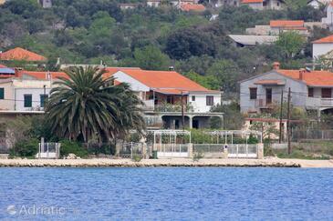 Vinišće, Trogir, Property 10006 - Apartments near sea with pebble beach.