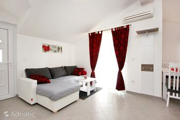 Vinišće, Living room in the apartment, dostupna klima i WIFI.