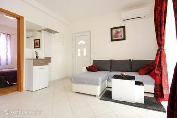 Vinišće, Living room in the apartment, dostupna klima, dopusteni kucni ljubimci i WIFI.