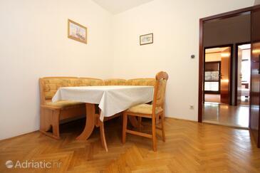 Marušići, Dining room in the apartment, dopusteni kucni ljubimci.