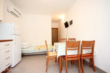 Poljica, Esszimmer in folgender Unterkunftsart apartment, Klimaanlage vorhanden und WiFi.