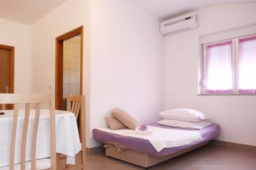 Poljica, Dining room in the apartment, air condition available and WiFi.
