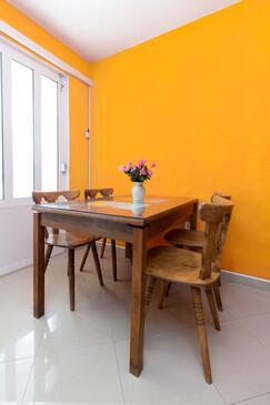 Šparadići, Dining room in the apartment, dostupna klima.