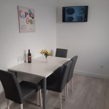 Igrane, Столовая в размещении типа apartment, WiFi.