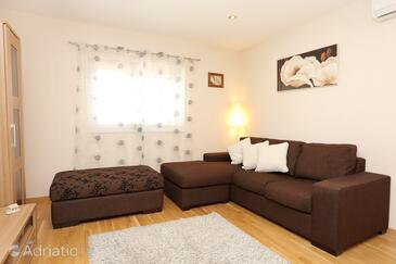 Lumbarda, Living room 1 in the house, dostupna klima i WIFI.