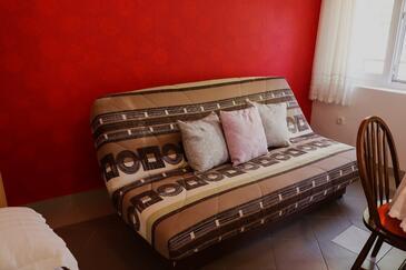 Trpanj, Obývací pokoj v ubytování typu studio-apartment, s klimatizací, domácí mazlíčci povoleni a WiFi.
