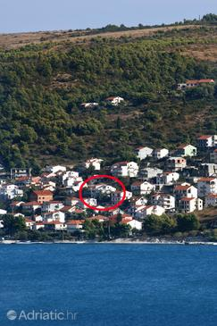 Mastrinka, Čiovo, Property 1005 - Apartments near sea with pebble beach.