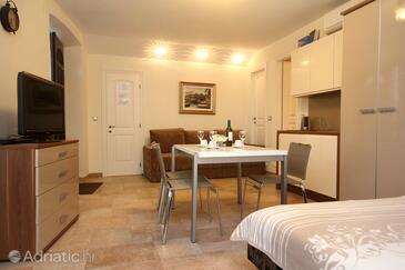 Korčula, Dining room in the studio-apartment, WIFI.