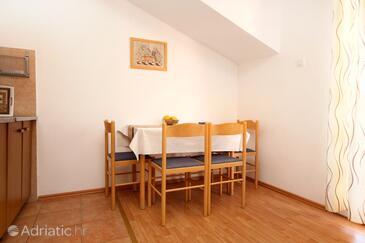 Medvinjak, Dining room in the apartment, dostupna klima i WIFI.