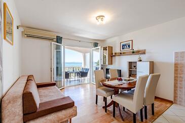 Prižba, Salon dans l'hébergement en type apartment, climatisation disponible et WiFi.