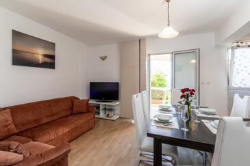Prižba, Camera di soggiorno nell'alloggi del tipo apartment, WiFi.