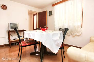 Prižba, Dining room in the apartment, dopusteni kucni ljubimci i WIFI.