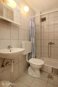 Bathroom 2   - A-10083-a