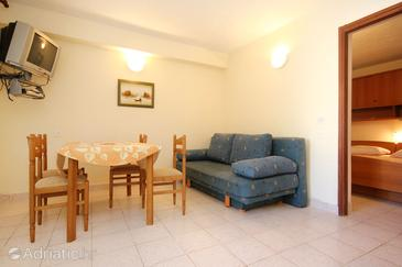 Orebić, Dining room in the apartment, (pet friendly) and WiFi.