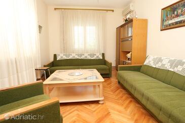 Sreser, Living room in the apartment, dostupna klima.