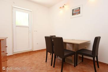 Trstenik, Dining room in the apartment, air condition available, (pet friendly) and WiFi.