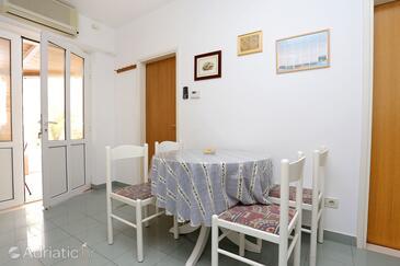 Trstenik, Dining room in the apartment, dostupna klima, dopusteni kucni ljubimci i WIFI.