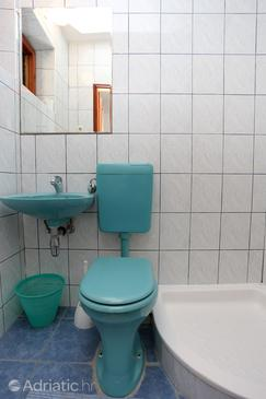 Bathroom 2   - A-10122-a