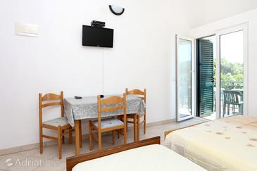 Drače, Comedor in the studio-apartment, (pet friendly) y WiFi.