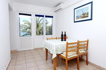 Drače, Dining room in the apartment, dostupna klima i WIFI.