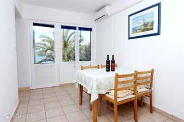 Drače, Dining room in the apartment, air condition available and WiFi.